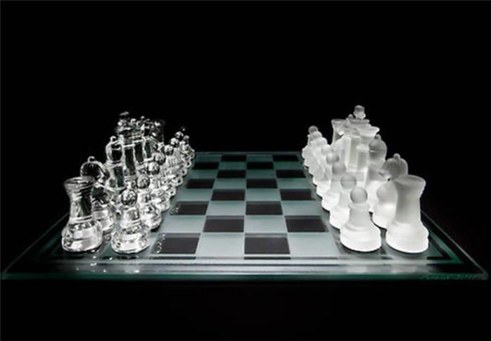 Luxury Small Glass Chess Set Clear And Frosted Pieces